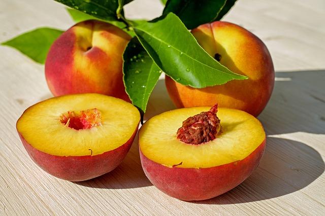 Рецепт персиков, запеченных с имбирем и горьким шоколадом