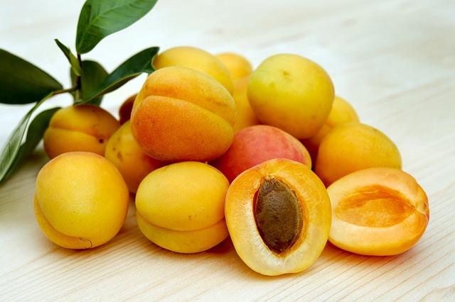 Запеканка легкая творожная с абрикосами и тыквой