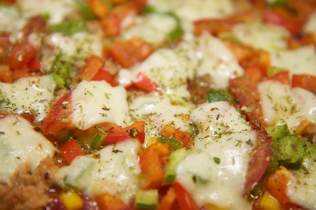 Теплый салат с пряной зеленью и моцареллой по-итальянски