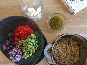 Греческий салат с макаронами 01
