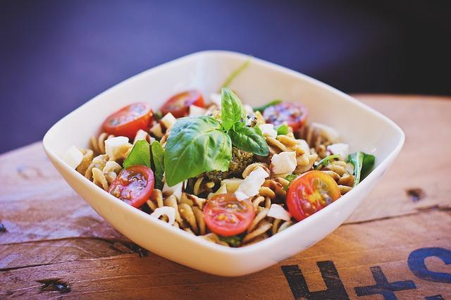 Средиземноморская кухня: Салат макаронный с сыром фета